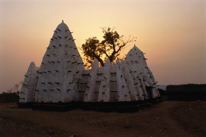 The oldest and most revered mosque in Ghana is the Larabanga Mosque. Larabanga is built in a traditional Sudanese architecture and easily recognised by its horizontal timbers, which support pyramidal towers and buttresses.