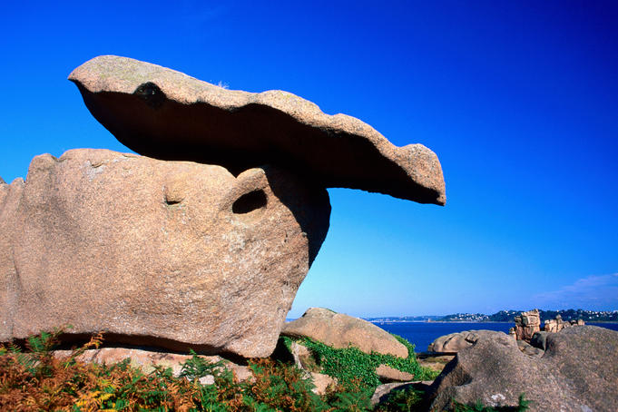 Rock formation on Pink Granite Coast.