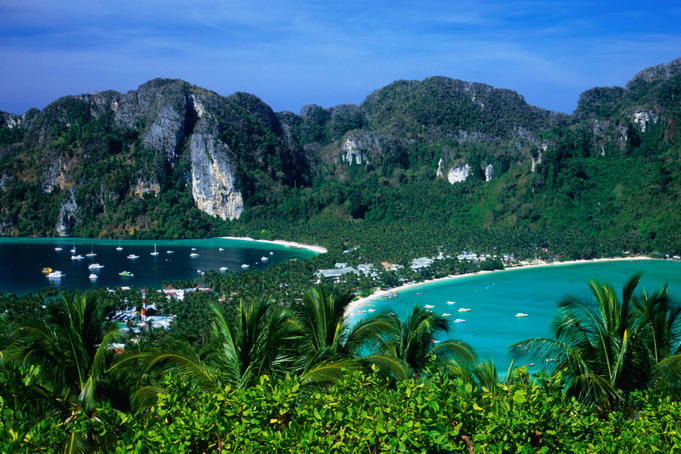 Ao Ton (left) and Ao Lo Dalam (right) from the viewpoint above the tourist village on Ko Phi Phi Don.