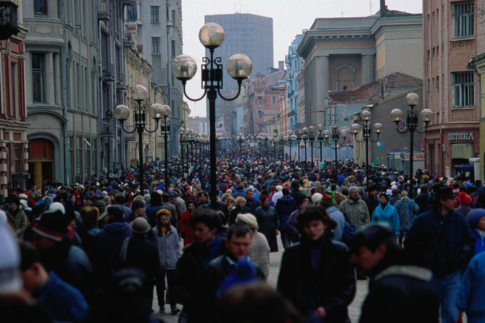Crowds of pedestrians in Moscow's shopping precinct.