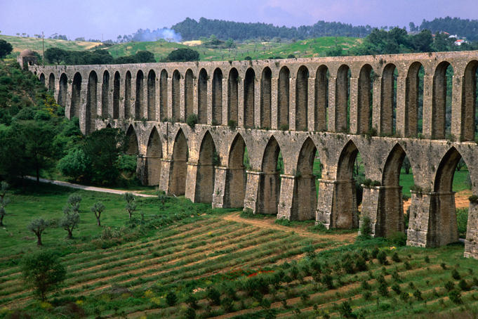 The 17th century Aqueduto de Pegoes with 180 arches was designed to carry water to Convento de Christo.
