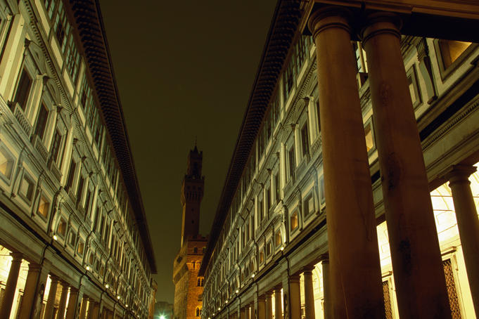 Uffuzi Gallery and belltower of Palazzo Vecchio.