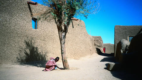 A girl outside house, Mopti