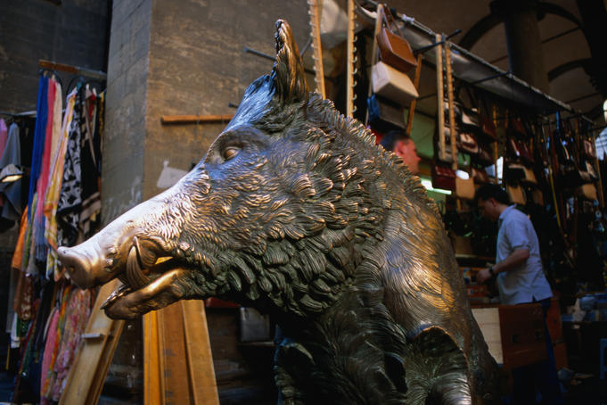 Bronze statue of a boar at the Fontana del Porcellino.