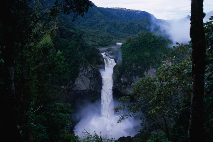 Cascada San Rafael and the Rio Quijos, reputedly the highest waterfalls in Ecuador (145m).