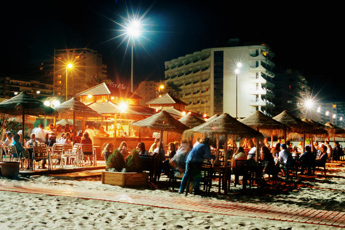 Beach bars and customers on Playa de la Victoria.