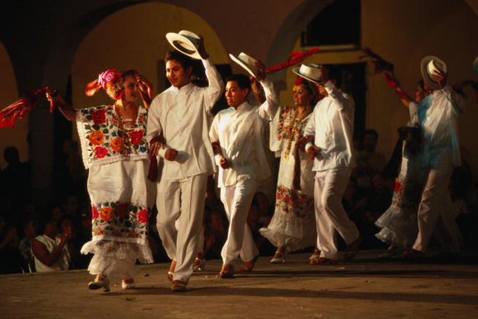 Ballet folklorico performing a traditional dance for free in Merida.
