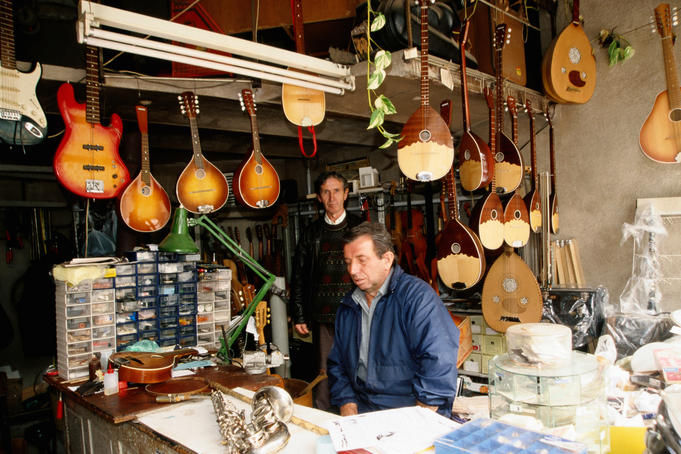 Music instrument shop in Turkish Bazaar.