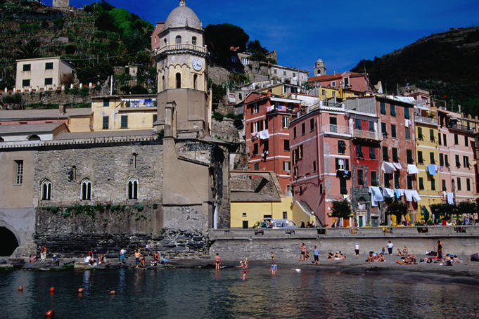 Brightly coloured buildings and breathtaking views of Cinque Terre in Vernazza.