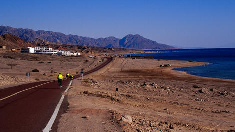 American cyclists in Gulf, Aqaba