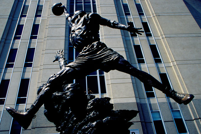 Statue of Michael Jordan outside United Center.