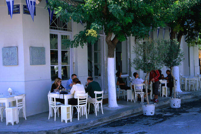 Mamacas Restaurant in Gazi.