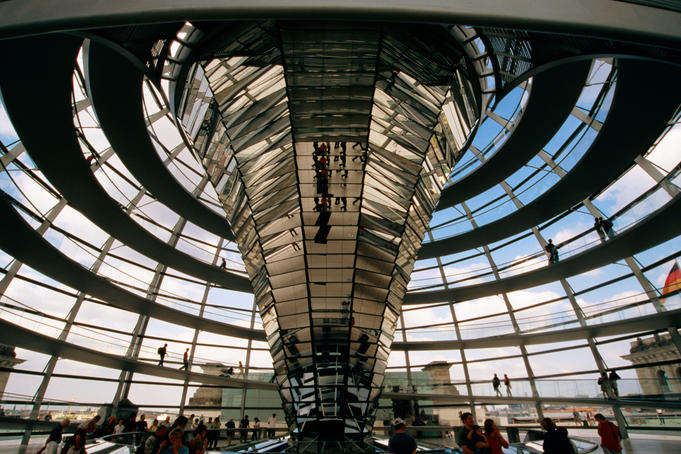 Spiral ramp and mirrored construction in Reichstag.