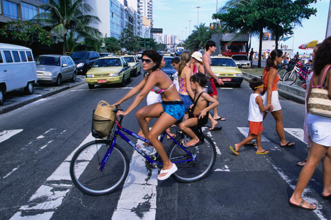 People crossing the street to Ipanema beach.