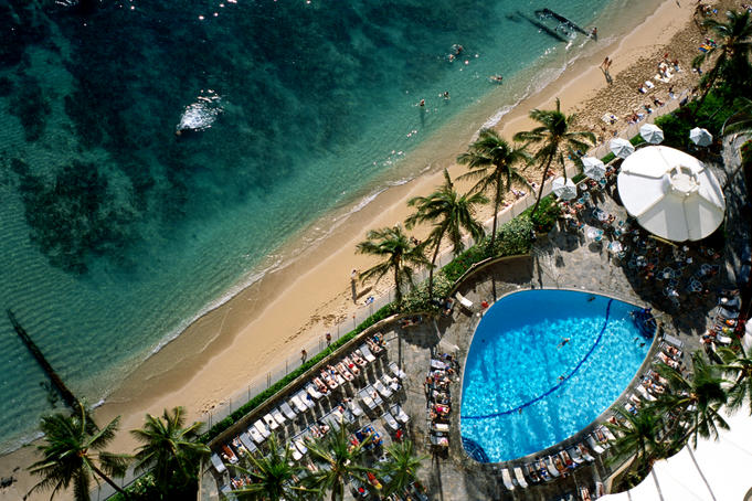 Swimming pool of Sheraton Hotel on Waikiki Beach