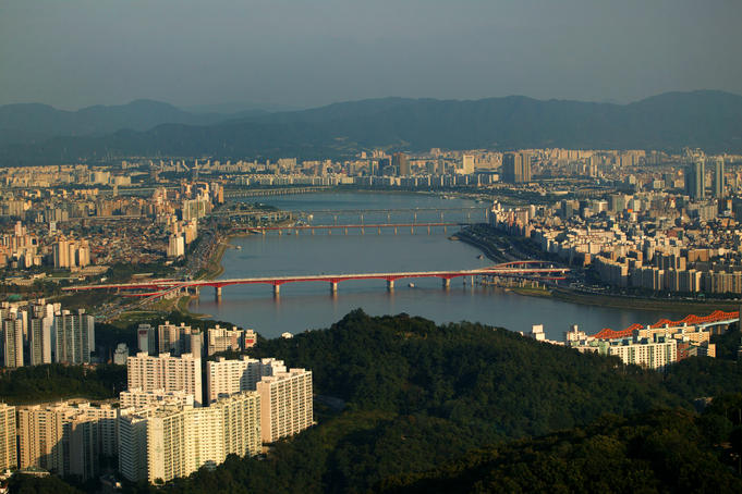 Overhead of Hangang River.