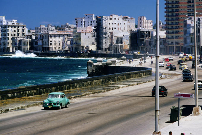 1950s American car and other traffic on Malecon.