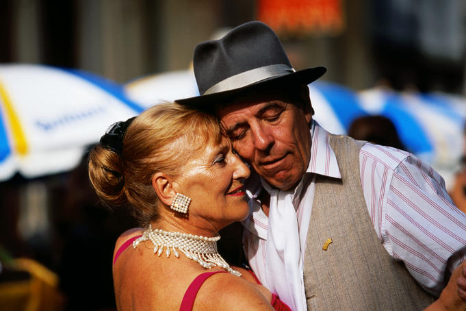 Street tango dancers at market in Plaza Dorrego.