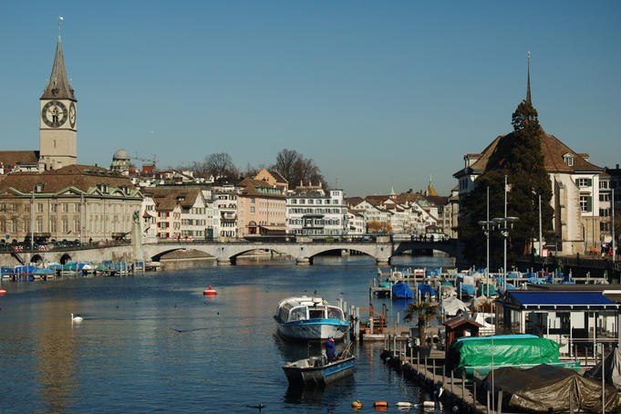 Limmat river, with St. Peter Church (left) and the Wasserkirche (right), from the Quai-Bridge.