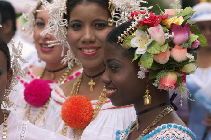 Women in in national Panamanian dress.