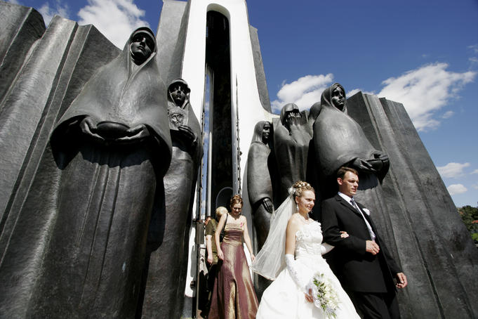 Young couple visiting Afghan war memorial on Island of Tears on their wedding day.