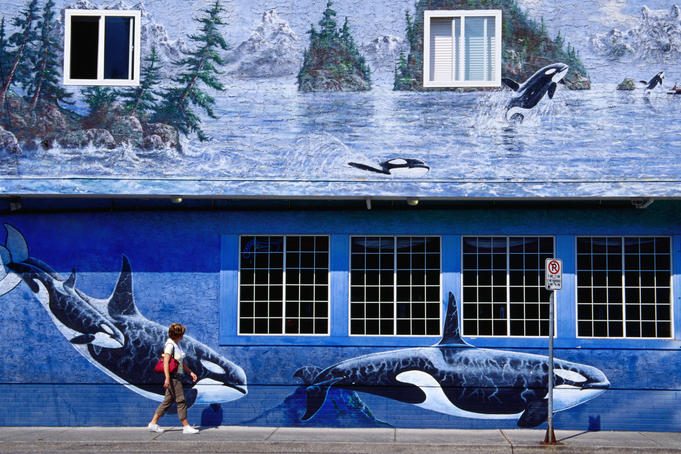 Ocean Port Hotel, town of Squamish, West Vancouver (mural by Skoda).