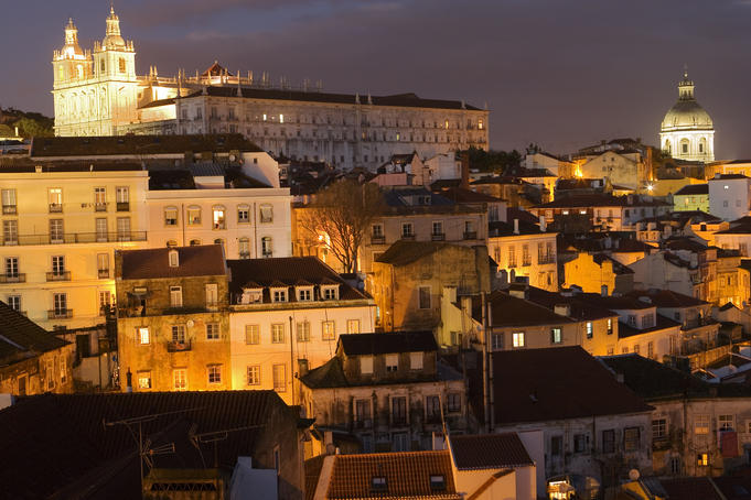Overlooking Alfama from Largo Portas do Sol. At rear left is the church of St Vincent de Fora, at rear right is the National Pantheon.