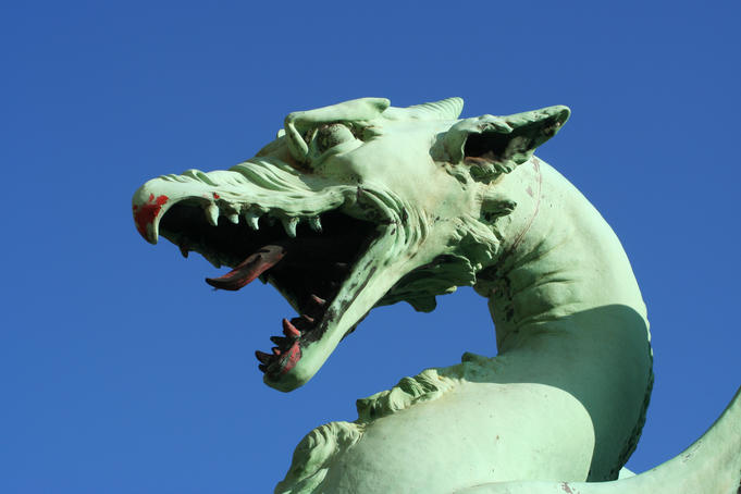 Dragon statue on Dragon Bridge.