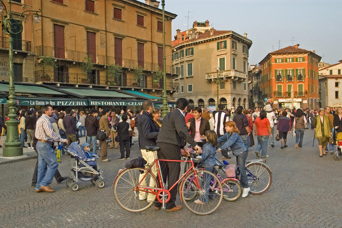 Sunday crowds stroll and be seen in Piazza Bra.
