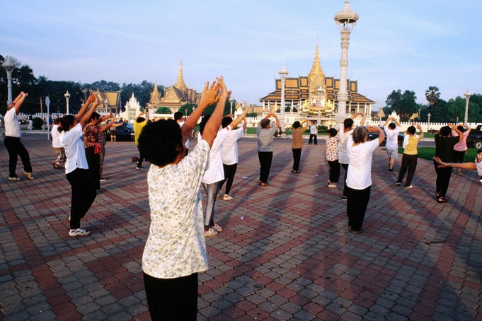 Tai Chi in front of Royal Palace.
