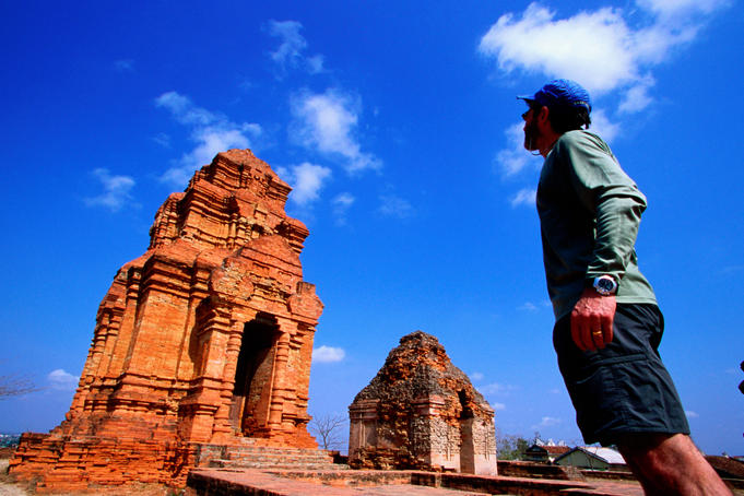 American tours ruins of Cham temple known as Po Shaknu.