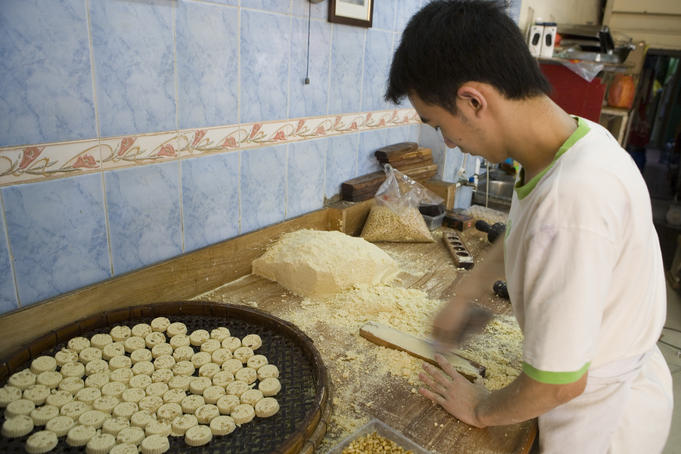 Preparing Macanese cookies.