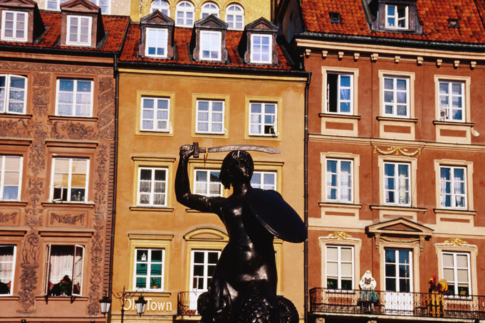 Bronze statue of Warsaw Mermaid in old town sqaure.
