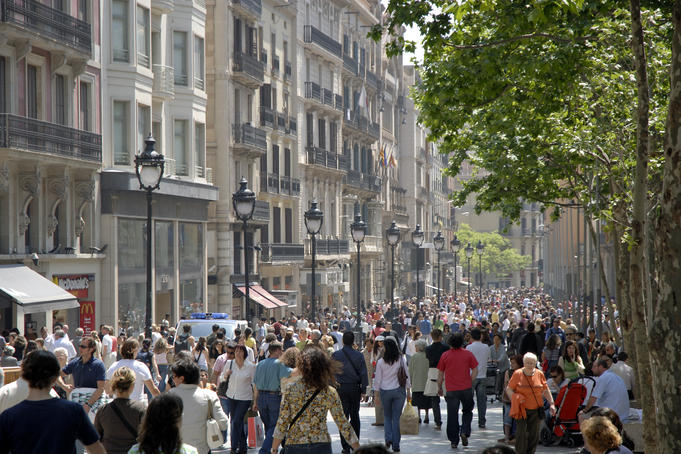 Pedestrian boulevard lined with cafes and shops, Avinguda del Portal de l'Angel.