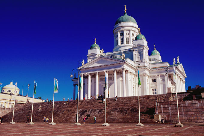 Tuomiokirkko (Lutheran Cathedral) and Senate Square.
