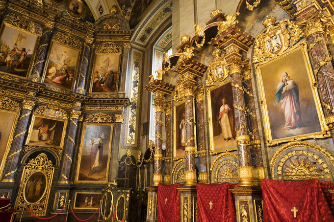 Oil paintings and and lavish decor around altar of Saborna Orthodox Church, Stari Grad.