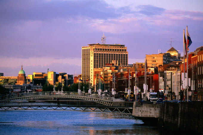 Evening falls over the city by the Liffey River.