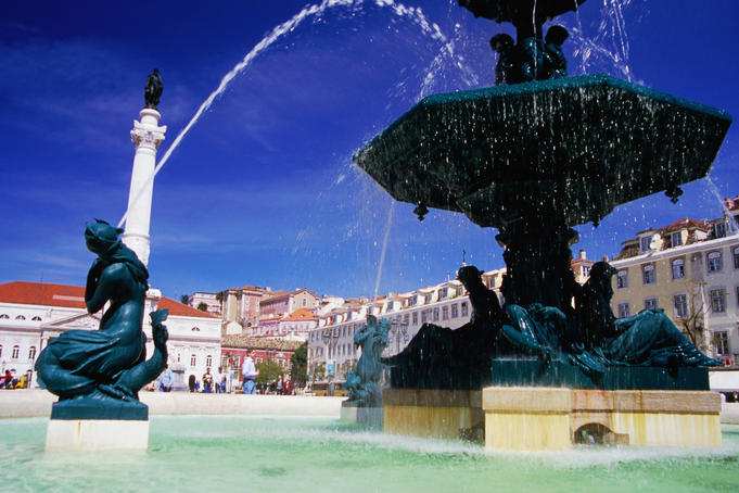 Fountain at Praca Dom Pedro IV (Rossio).