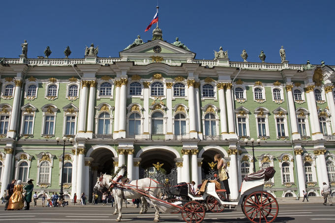Horse and carriage outside Hermitage Museum.