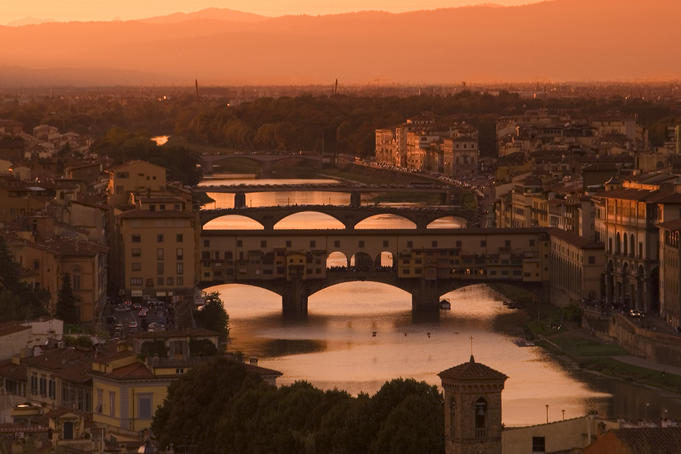Bridges across River Arno at sunset.