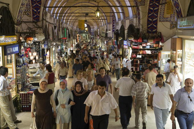 Crowds in Kapali Carsi Grand Bazaar, Istanbul, Turkey