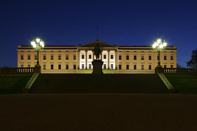 Royal Palace Det Kongelige Slott with lamps by night.