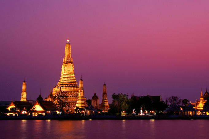Wat Arum (Temple of the Dawn) and Chao Phraya River at night.