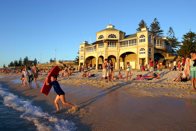 Summer crowds at Indiana Teahouse on Cottesloe Beach.