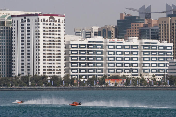 Formula One powerboats competing in 2007 Grand Prix race.