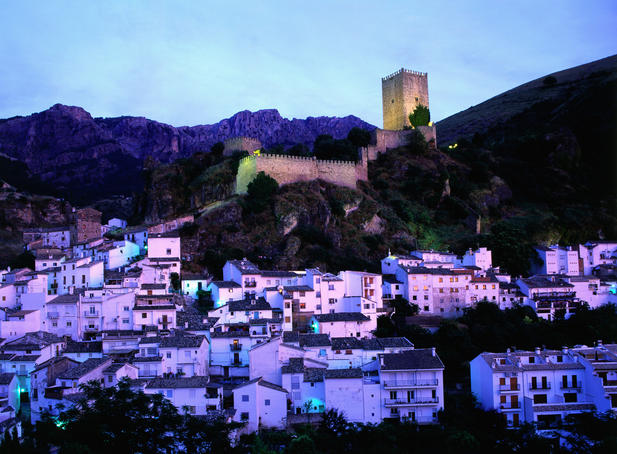 Jaen village and Castillo de la Yedra, dusk.