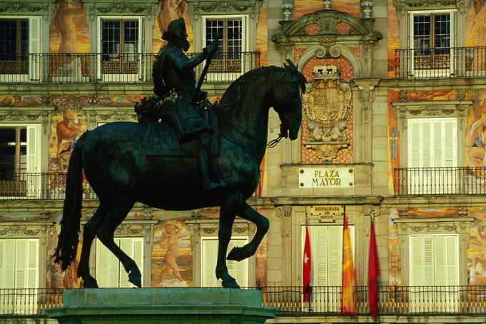 Statue of Felipe III in Plaza Mayor with Casa de Panaderia in background.
