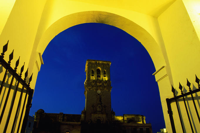 Church of Santa Maria from the illuminated arch of Plaza del Cabildo, Arcos de la Frontera