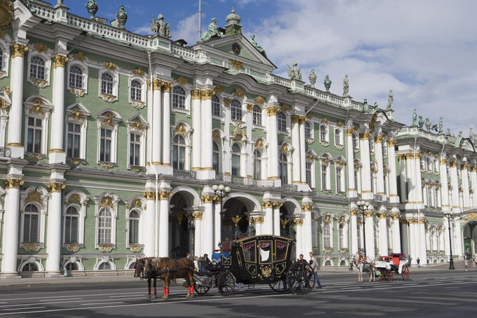 Horse carriages outside the Winter Palace.