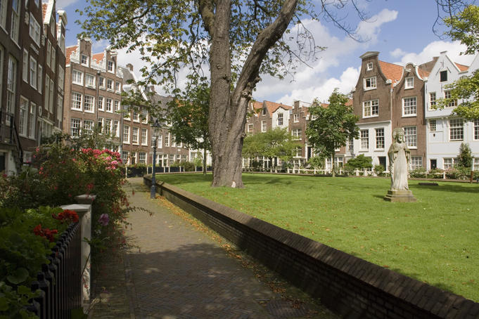 Begijnhof 34 courtyard, north of Spui square in central Amsterdam.